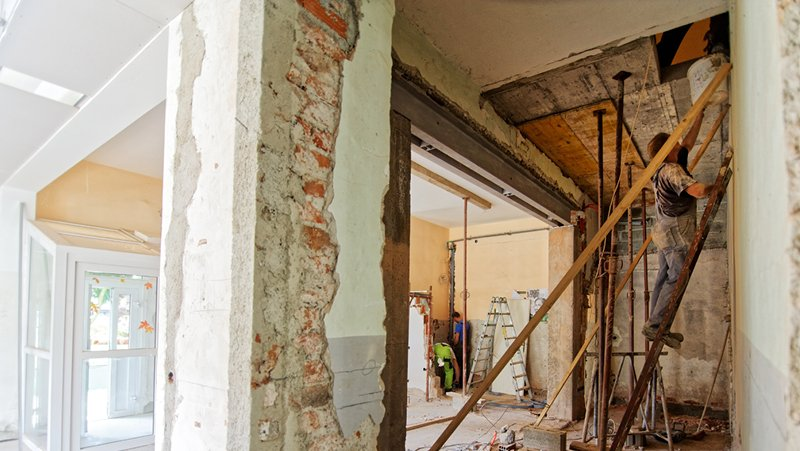 Find house flipping contractors as an investor with these tips to help you flip houses for a living.