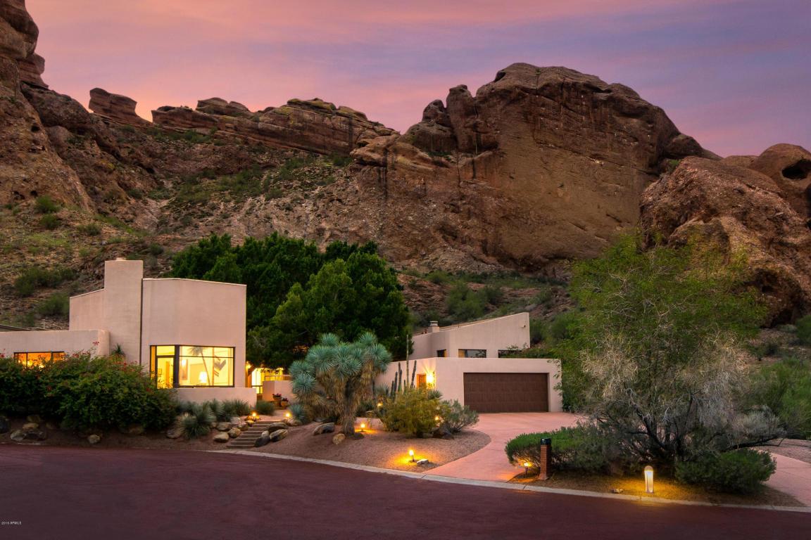 Tour Through Phoenix's 11 Popular Home Styles